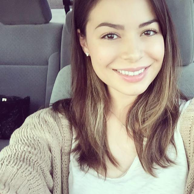 Miranda Cosgrove Romania