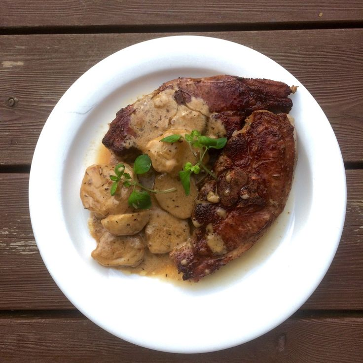 Lammekoteletter med poteter i gluten. og laktosefri fløtesaus