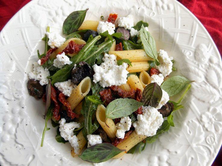 О Кулинарном. Душевно:): Салат с пастой, вялеными помидорами, базиликом и рикоттой