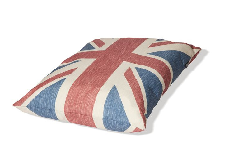 Danish Design Union Flag Deep Fill Dog Duvet This beautifully presented duvet features a vintage style twist on the traditional Union Jack design