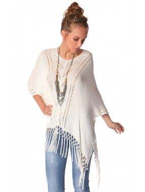 *Witte poncho met waterval design gemaakt van een gehaakte geweven stof.  Ronde hals met asymmetrische zoom en franje detail. Super!  Leuk voor een vakantie,naar terras of casual te dragen op je favoriete jeans