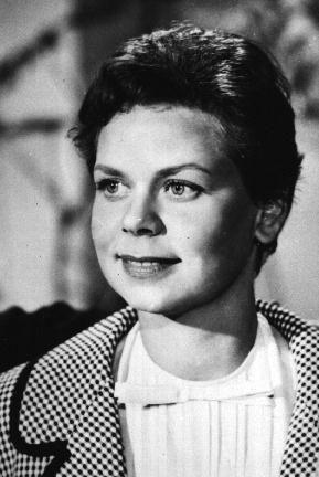 Ruth Stephan (* 27. Oktober 1925 in Altona; † 8. August 1975 in Berlin) war eine deutsche Schauspielerin und Kabarettistin.