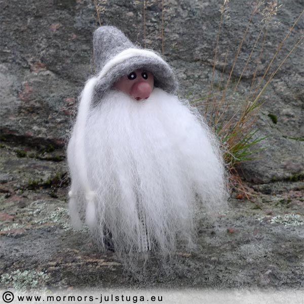 Unik handgjord vätte med tovad mössa. Unique gnome with felted hat. Swedish handicraft.