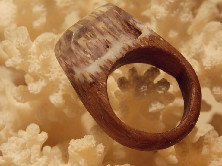"Wooden ring with ""snow"" by L'arbre design"