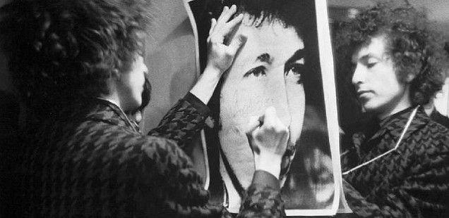 ボブ・ディラン名言 (日本語、英語)    Bob Dylan – ボブ・ディラン(1961 – )    言わずと知れた、アメリカ生まれのミュージシャン。「風に吹かれて」、「ライク・ア・ローリング・ストーン」、「天国への扉」など、数々の名曲を生み出し、ミュージシャンだけに限らず、世界中の人に影響を与えた。    詩人としてノーベル文学賞にノミネートされたこともある。