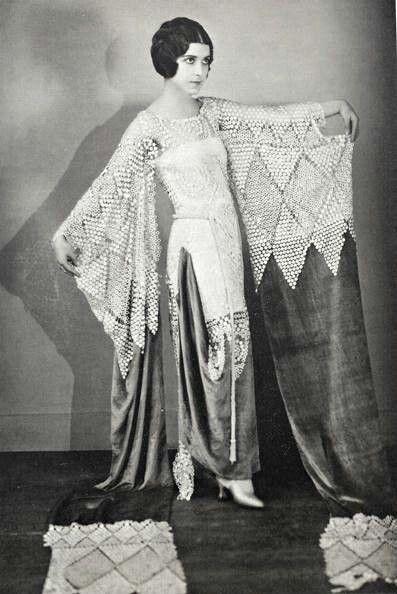 Best 25 1920s glamour ideas on pinterest 20s wedding for Art deco era clothing