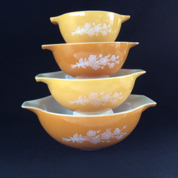 This great vintage Pyrex set is in good vintage condition very glossy Please view the photos as they are part of the description if you have any question do not hesitate to ask 441. 1 1/2 Pt 442. 11/2. Qt 443. 2 1/2 Qt 444. 4Qt