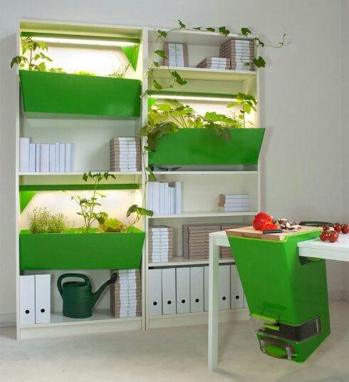 Es un cubo genial para reciclar material orgánico. Y  para generar el  compost.