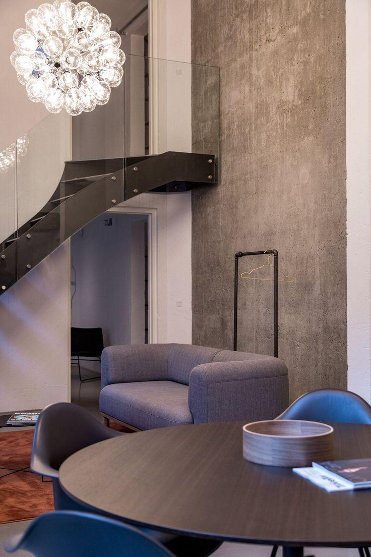Betonvæg og industriel indretning i lejlighed i Nordhavn - RackBuddy