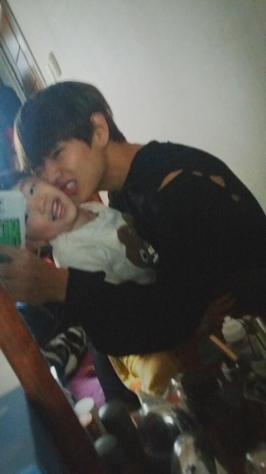 BTS V - ahh I want to be that littel boy >.<