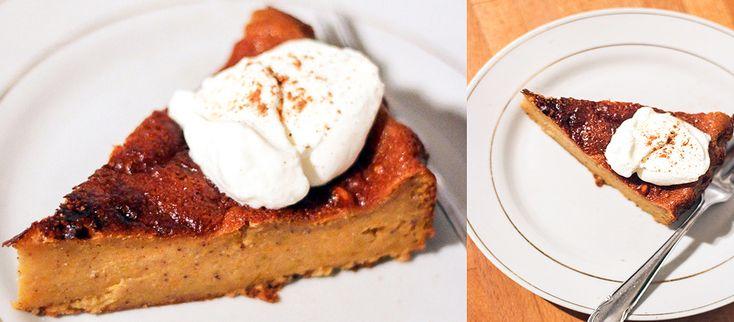 Tekvicový koláč Jeme tekvice, mrkvy, jablká. Pijeme čaj, varené víno, schovávame si nohy do hrubých ponožiek. #recept #koláč #tekvica http://varme.dennikn.sk/recipe/tekvicovy-kolac/