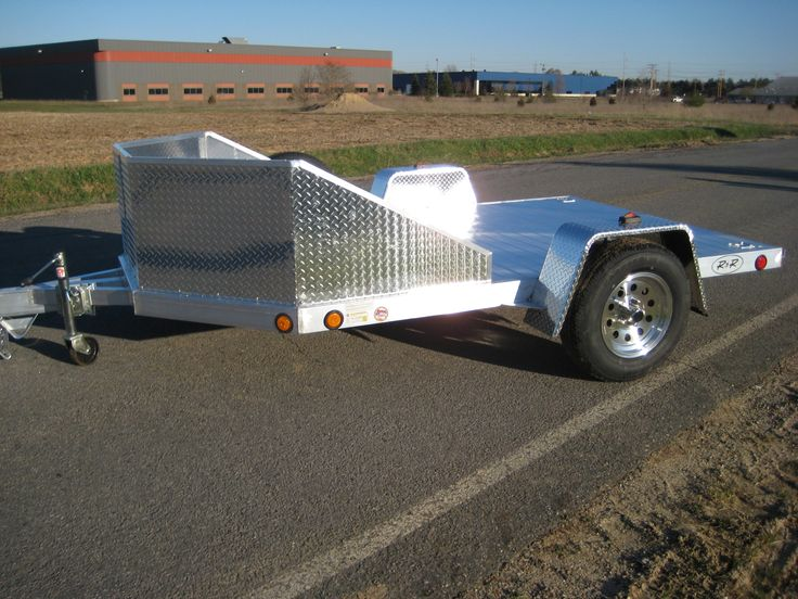 The OMC Series is a quick, easy and inexpensive solution to hauling around one or two motorcycles or even a trike or Spyder. The chariot-style front stoneguard will help to keep bugs, stones and other road debris off your bikes. With an all aluminum box tube frame construction and an aluminum plank floor, this trailer