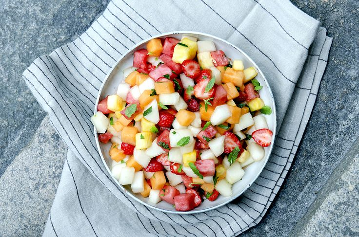 Melonsalat med jordbær og mynte