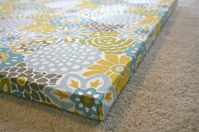 fabric covered canvas: Wall Art, Diy Ideas, Crafts Ideas, Diy Redo, Canvas Paintings, Fabrics Boards, Diy Canvas, Covers Canvas, Covers Up