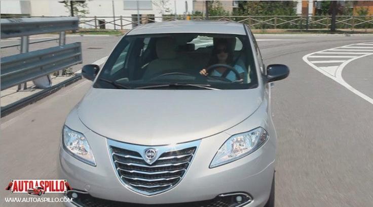 Testdrive di Auto a Spillo per la nuova Lancia Y 5 porte. Il video: http://www.youtube.com/watch?v=0o_mtT8jKFE=relmfu Protagonista è Alessandra Rossi, appassionata di drifting e racing e, come se non bastìasse, è anche una dolcissima mamma! Ovviamente ama le auto Lancia!