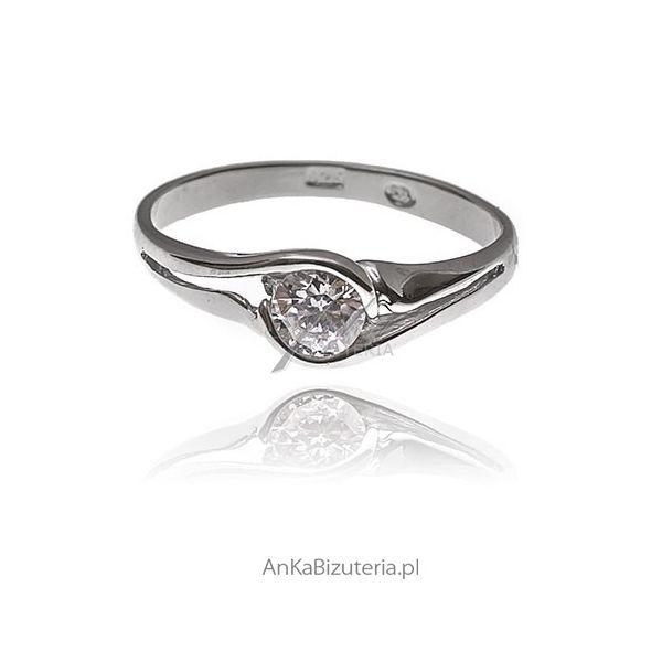 pierścionek zaręczynowy  http://ankabizuteria.pl/pierscionki/2081-pierscionek-srebrny-rodowany-z-cyrkonia-zareczynowy.html