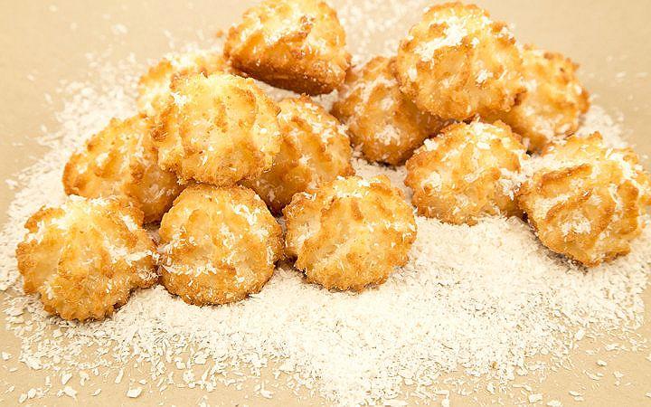 Un miktarı az olan bu hafif ve mis kokulu Hindistan cevizli kurabiye tarifini kısa sürede hazırlayabilir, sevdiklerinizi mutlu edebilirsiniz.