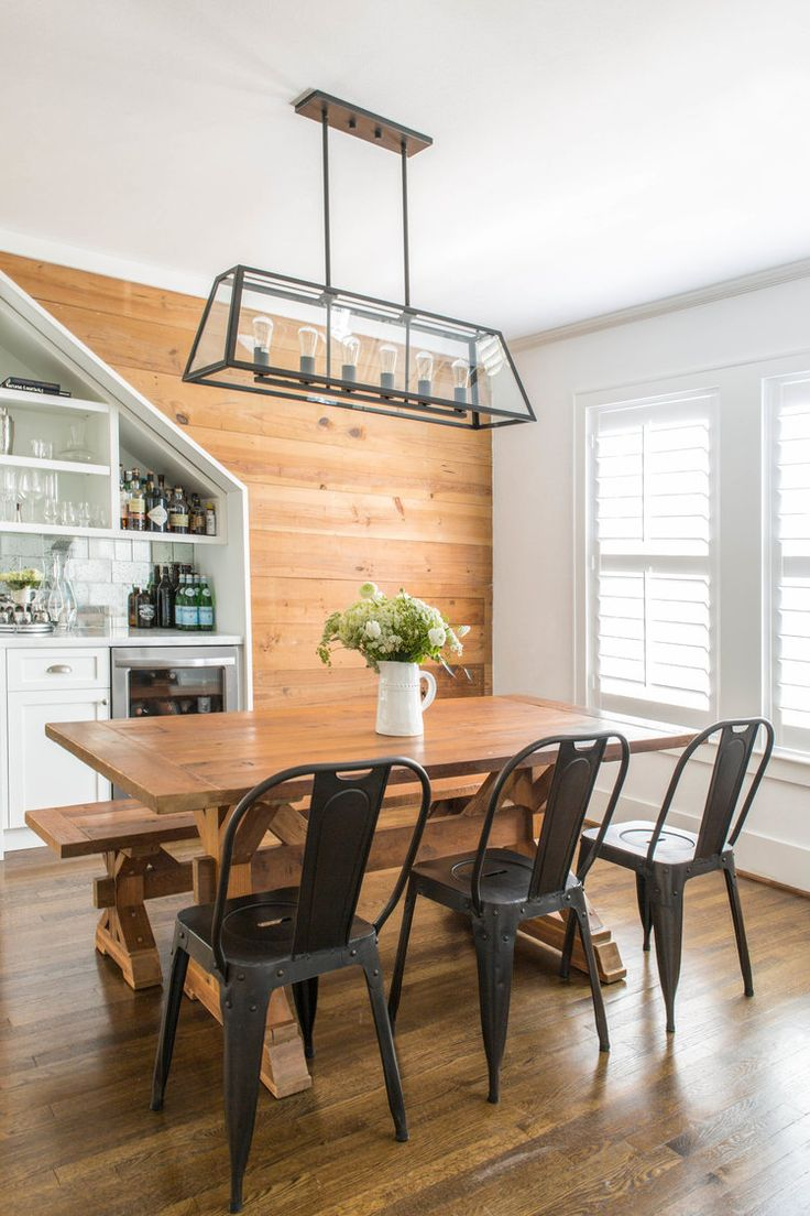 Farmhouse style decor. Love the black metal chairs and the