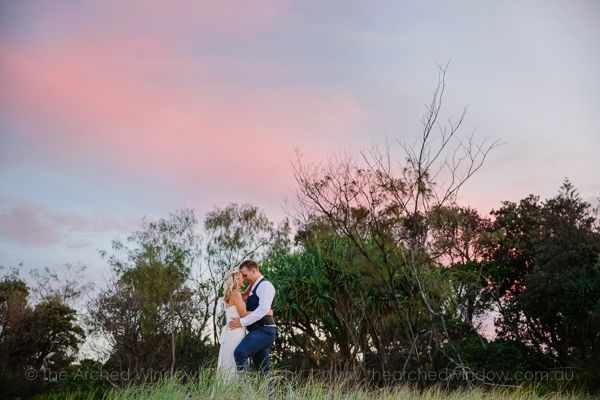 bride and groom wedding photos on sand dunes in Kingscliff. Photography by The Arched Window.
