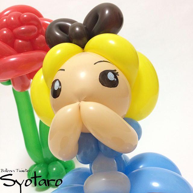 バルーンドール : 不思議の国のアリス #aliceinwonderland #alice #disney #balloonart #balloon #balloontwisting #不思議の国のアリス #アリス #ディズニー #バルーン #バルーンアート 以前作ったブレスレットスタイルのアリスのリメイク。(→https://instagram.com/p/BGjwvfvOQoW/) 「あ、しまった!今日オクラの特売日だったの忘れてた!」って時に使っていいよ()