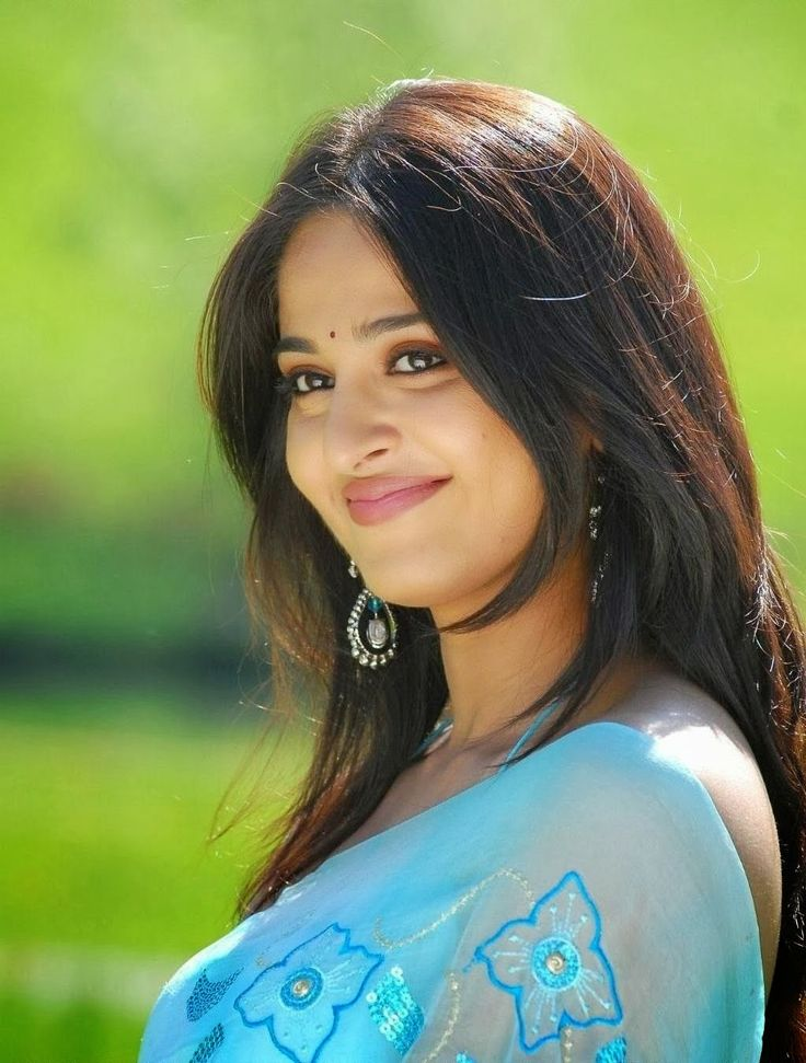 Anushka Shetty Cute Stills In Blue Saree - Anushka Shetty