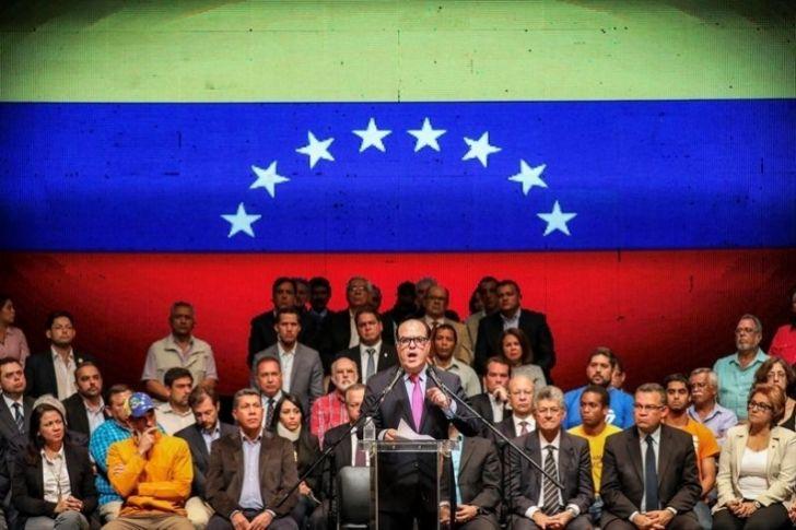"""<p>La oposición venezolana impulsa la convocatoria para el 16 de julio de un referendo para que el pueblo elija """"el futuro del país"""", en el que se planteará a los ciudadanos si rechazan o aprueban el proceso constituyente activado por el Gobierno, dijo hoy el presidente del Parlamento, el opositor Julio Borges.</p>"""