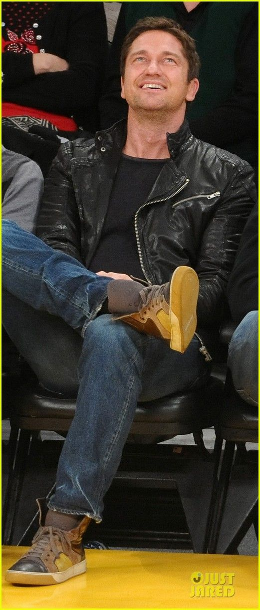 Gerard Butler at a Lakers game <3 this is your face. @Melissa Squires Squires Dykstra