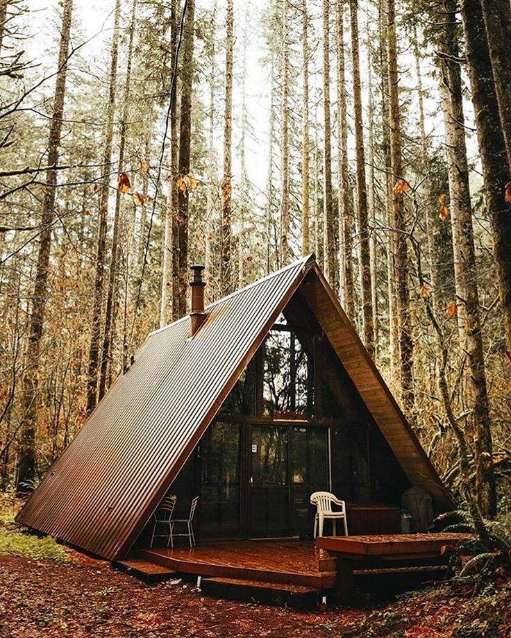 On ne serait plus contre le fait de vivre dans les bois si c'était dans une maison comme celle là :)