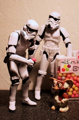 """Petit petit petit petit... Où se trouve le palais de Jabba ?"": Geek, Gremlins, Storms Troopers, Lego Stars War, Stormtroopers, Funny Animal, Photos Art, Dogs Funny, Starwars"