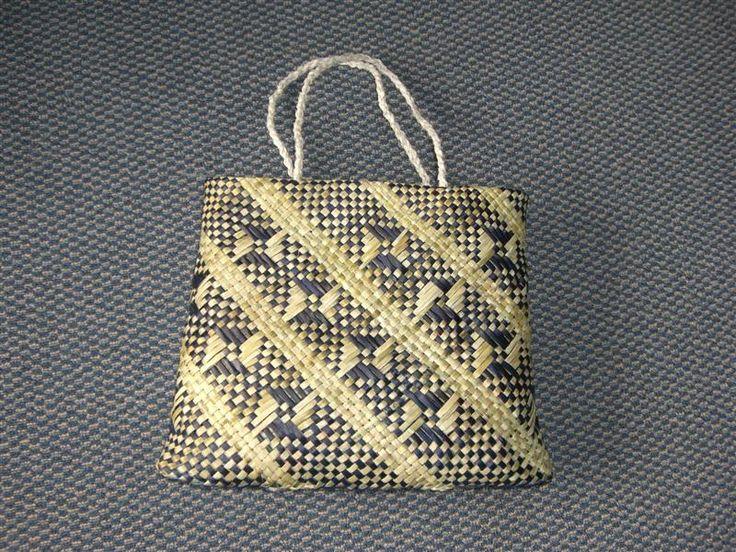 kete - made of flax by Maori women