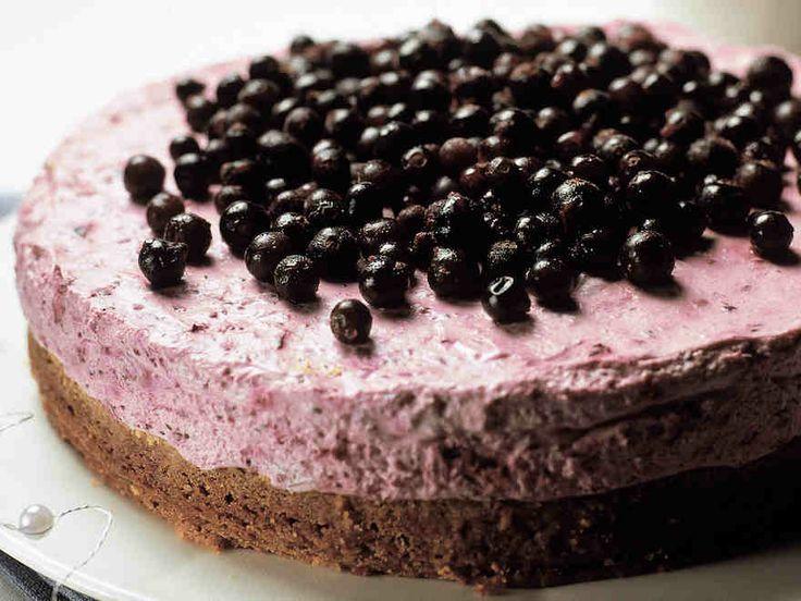 Mustaherukka-suklaakakku http://www.yhteishyva.fi/ruoka-ja-reseptit/reseptit/mustaherukka-suklaakakku/012538