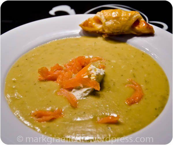 Samstagseintopf: Kartoffel-Wirsing Suppe mit Räucherlachsstreifen: Kartoffel Wir