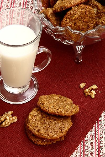 Удивительно простое печенье - 10 минут работы, 10 минут выпечки! В рецепте печенья нет ни яиц, ни каких-либо молочных продуктов. Печенье можно испечь в дв