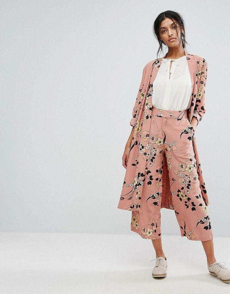 Get this Gestuz's culottes now! Click for more details. Worldwide shipping. Gestuz Flower Print Culottes Co-ord - Multi: Culottes by Gestuz, Lightweight woven fabric, Lightly-textured finish, Floral print, High-rise waist, Zip fly, Button with hook and bar fastening, Wide leg, Cropped cut, Regular fit - true to size, Machine wash, 100% Viscose, Our model wears a UK 8/EU 36/US 4 and is 173cm/5'8 tall. Launched in 2007 by Sanne Sehested Nielsen and Lene Boesen, Danish label Gestuz combine…