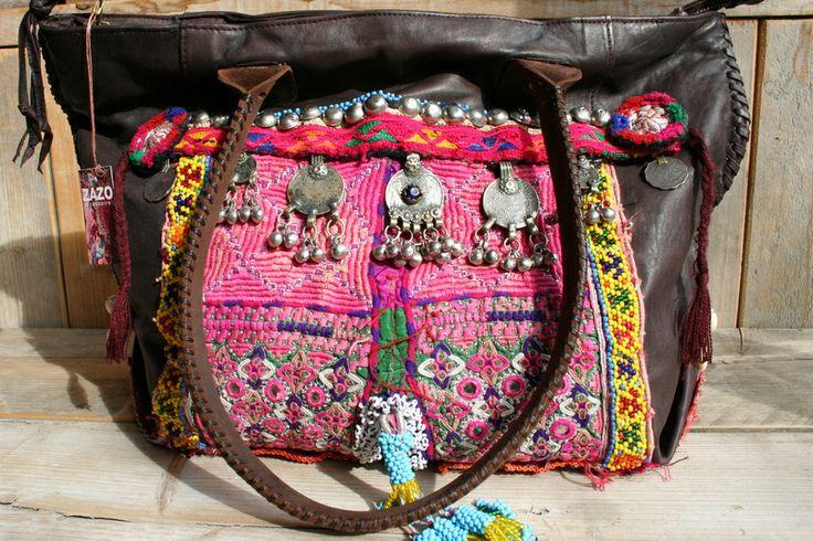 Tas Sari van het hippe Franse merk ZAZO, h 31 x l 40 cm, hengsels 54 cm, € 249,- Een supermooie tas voor wie houdt van de 'bohemian style'.