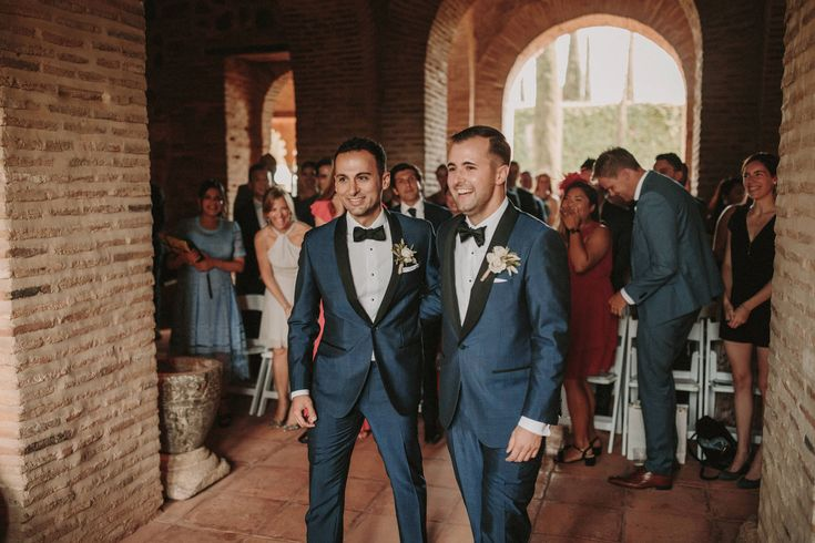 Straight groom sx with gay wedding planner to get a discount