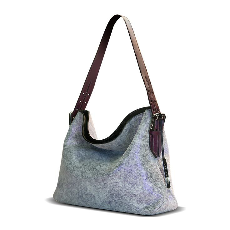 A genuine Italian leather handbag from Via Veneta Premium collection
