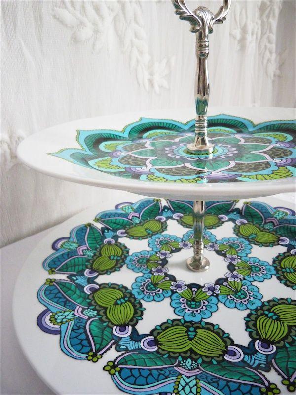 Présentoir à gâteaux peint à la main / Hand painted cake stand NOUVELLES CRÉATIONS POUR LA FOIRE DÉCO RENOUVO À VAUDREUIL