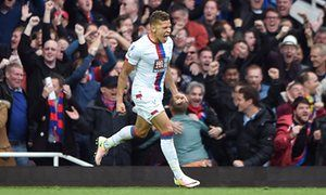 Dwight Gayle agrees new contract with Crystal Palace until 2019