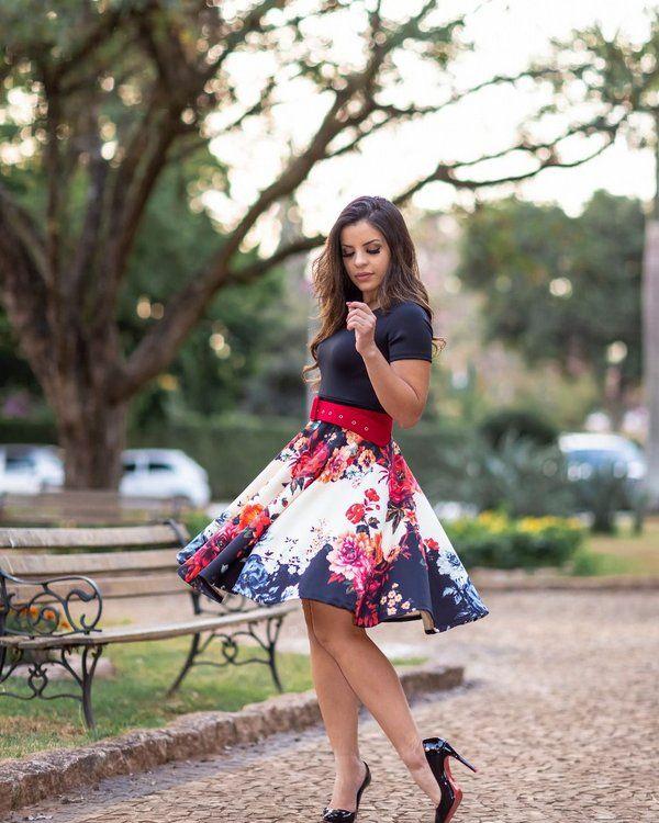 8a38c9a71e Vestido Midi Preto com Saia Floral - Moda Evangélica - Flor de Amêndoa