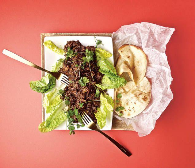 Carnitas är en rätt från Sydamerika som kan jämföras med pulled pork, långkok som ger saftigt kött. Receptet är skapat av Sveriges Mästerkock 2017 Klara Lind.