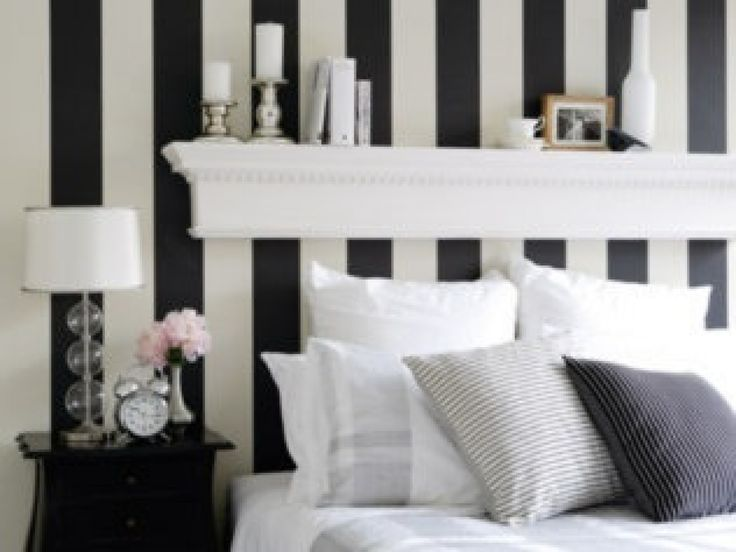 Black and white striped kitchen tags black and white for Striped wallpaper living room ideas