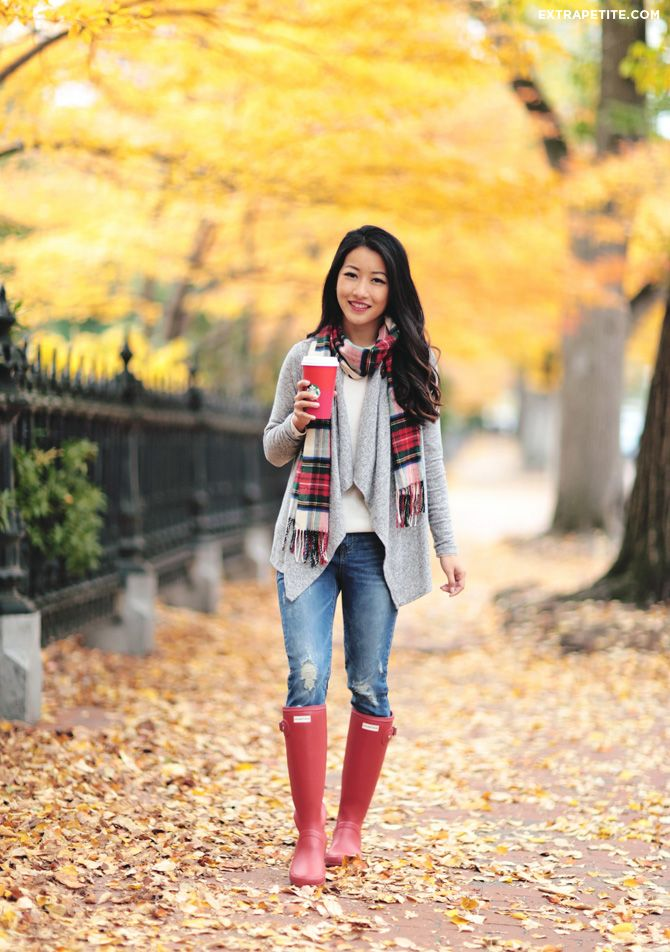 holiday outfit petite fashion scarf hunter boots