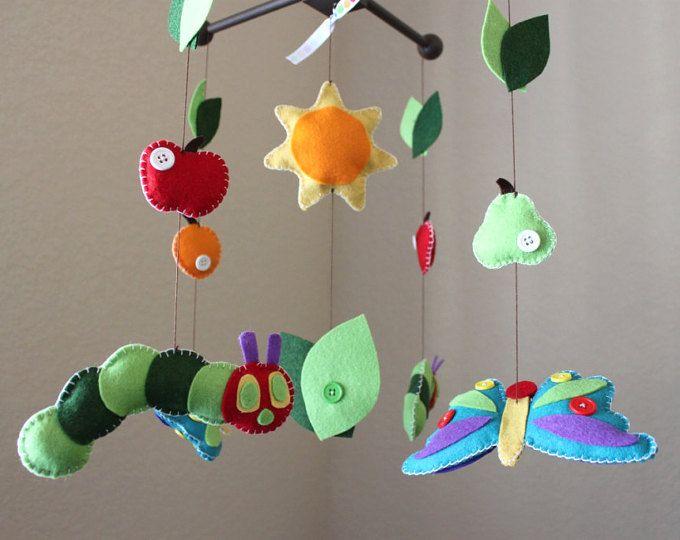 Bebé móvil, móvil de cuna de bebé, Caterpillar, mariposa, frutas, decoración cuarto de niños, Bedtime Stories, libro de cuentos, móvil de fieltro hecho a mano