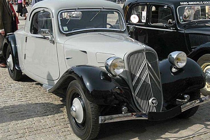La Citroen Traction 11 Coupe, cet ancien véhicule fut produit en 1937, la Citroen 11 coupé de 1937 mesure 1.76 mètres de large, 4.82 mètres de long, et a un empattement de 3.27 mètres.