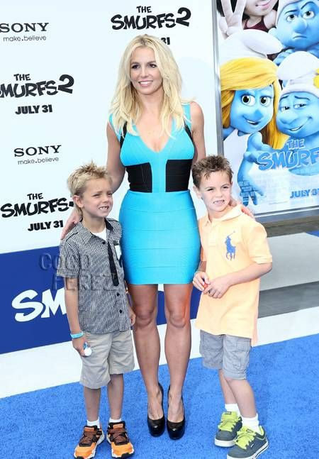 Britney Spears looked perfect at the Smurfs 2 premiere she attended along with her sons!