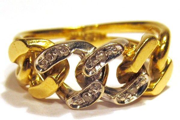 Anello in oro giallo e bianco 750/1000 peso gr. 6,00, con 4 diamantini.