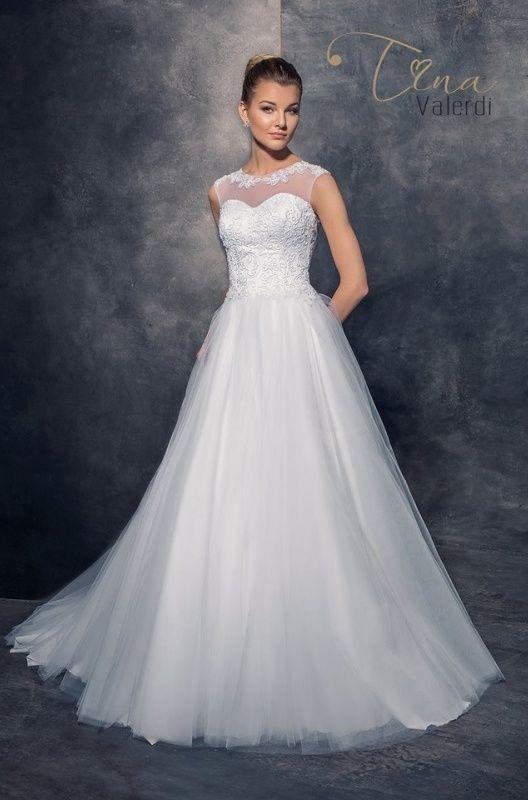 Svadobné šaty s tylom na dekolte - prekrytý živôtik