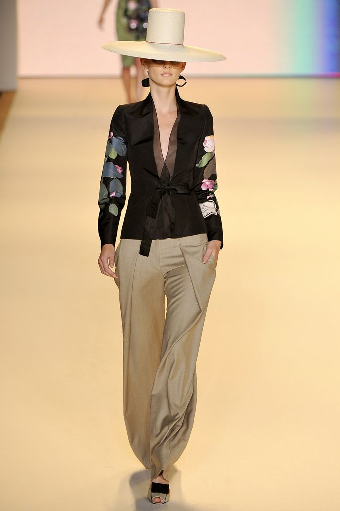 Carolina Herrera Spring 2011 Ready-to-Wear - Collection - Gallery - Look 1 - Style.com