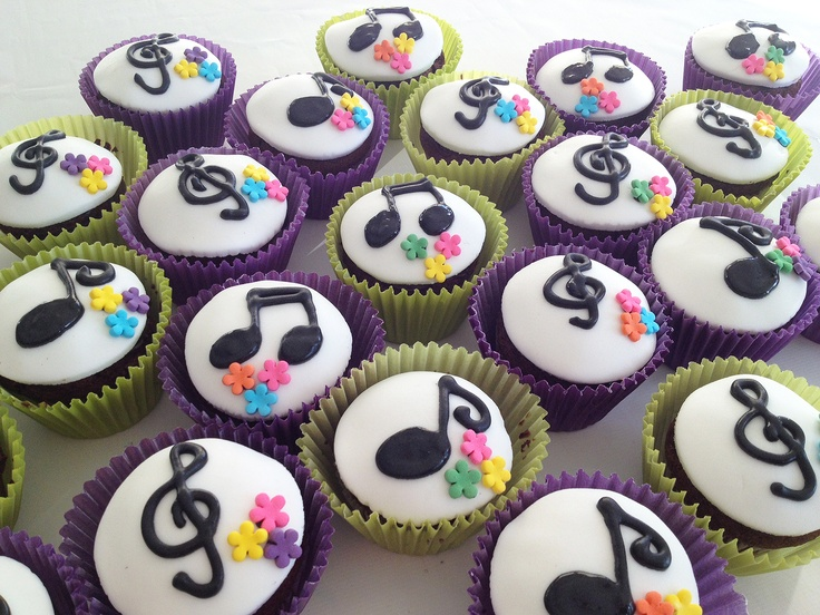 Cupcakes Musicales de chocolate con corazon de chocolate - by Lorena Radivo